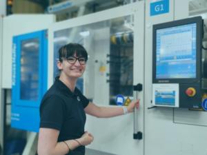 Celebrating INWED 2021 - BNL Tool Setter next to injection moulding machine
